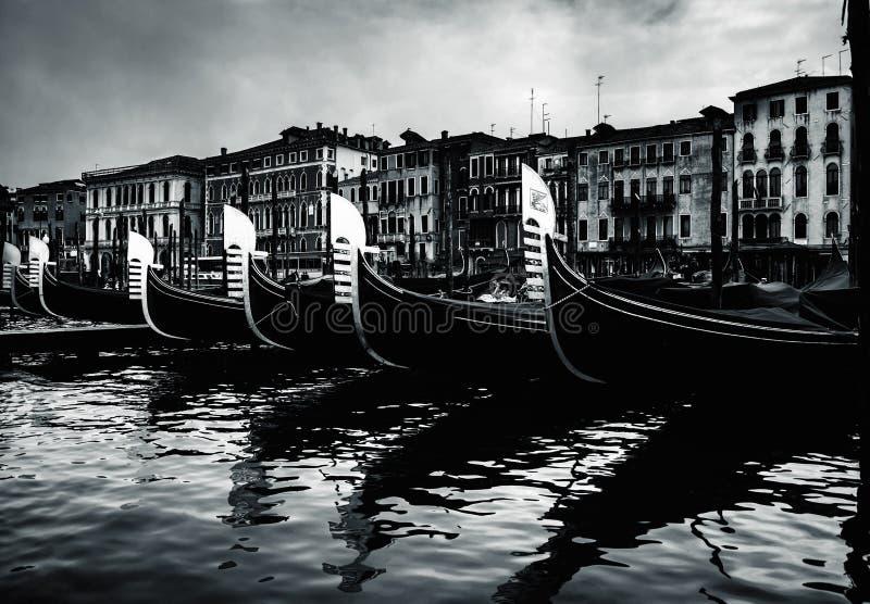 Bild der schönen Kunst von Gondeln in Venedig, Italien stockfotografie