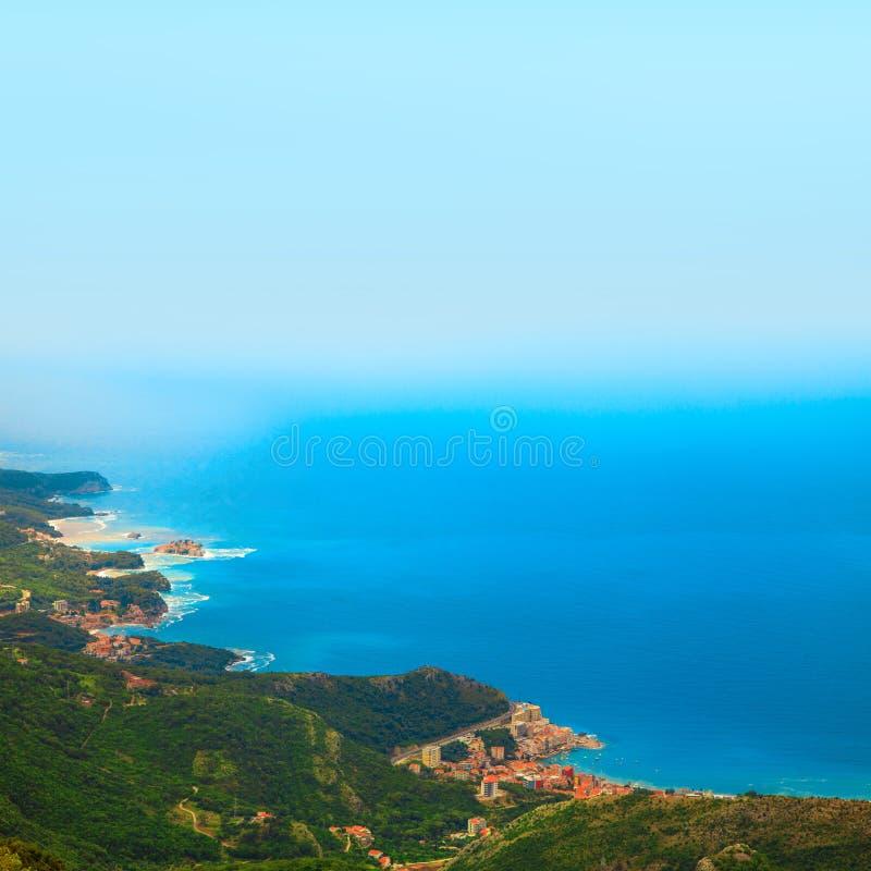 Bild der Stadt auf Küste von der Seitenansicht des Vogels lizenzfreies stockbild