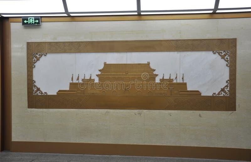 Bild des Haupttors der Verbotenen Stadt auf der Wand in Peking stockbild