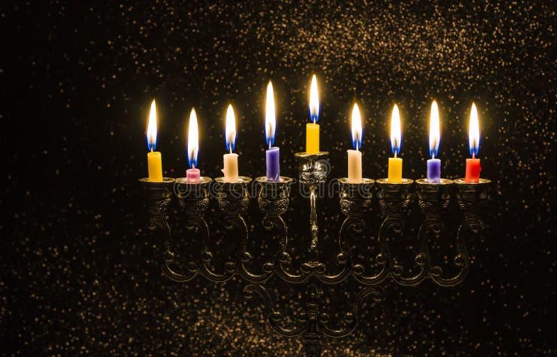Bild des jüdischen Feiertags Chanukkas mit einem menorah stockfotografie