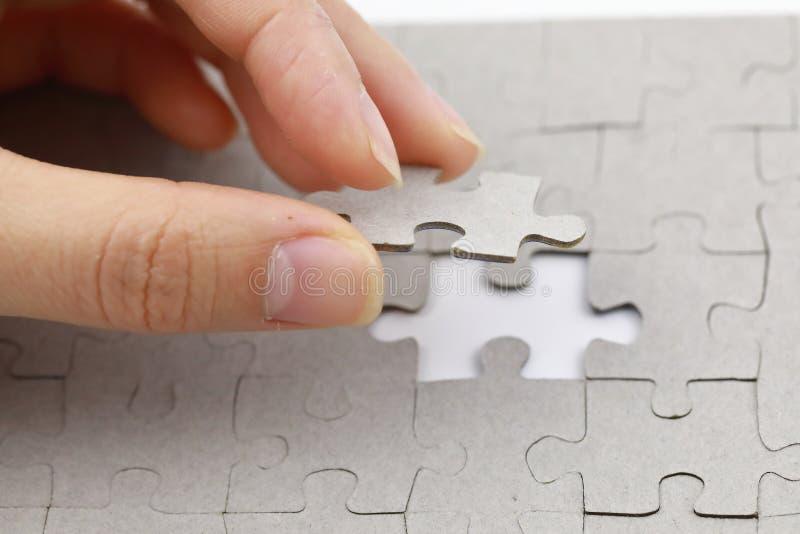 Bild des Puzzlespielstückes, letztes Puzzlespielstück stockfoto