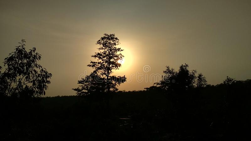 Bild des schönen Sonnenuntergangs, seine Blicke schön lizenzfreie stockfotos