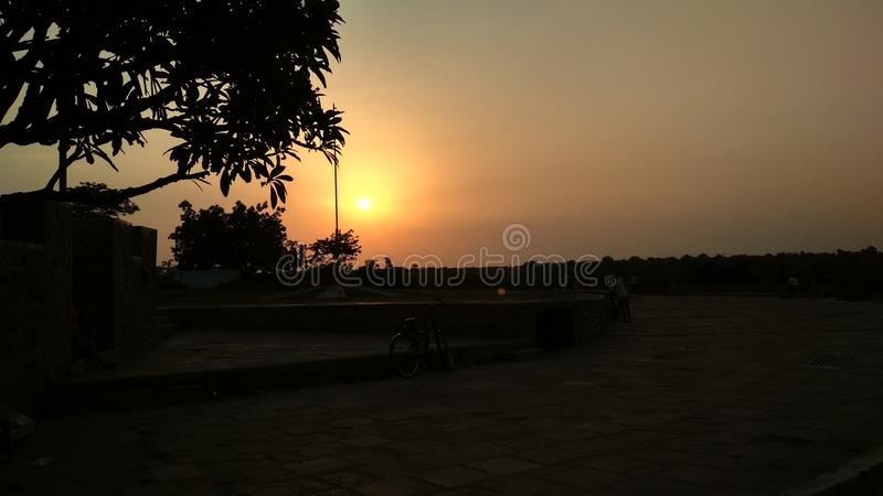Bild des schönen Sonnenuntergangs, seine Blicke schön lizenzfreie stockbilder