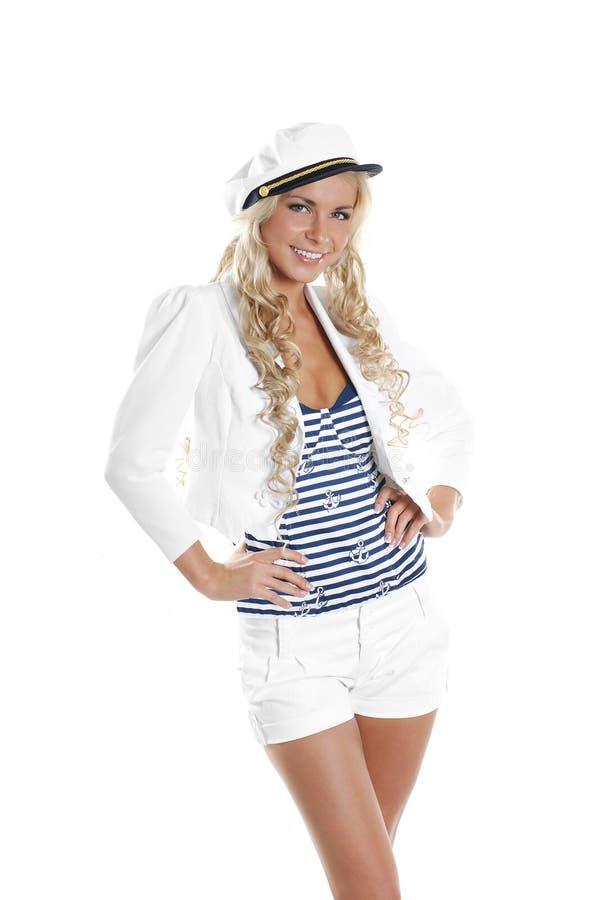 Bild einer jungen blonden Aufstellung in einem Seemannkostüm stockbilder