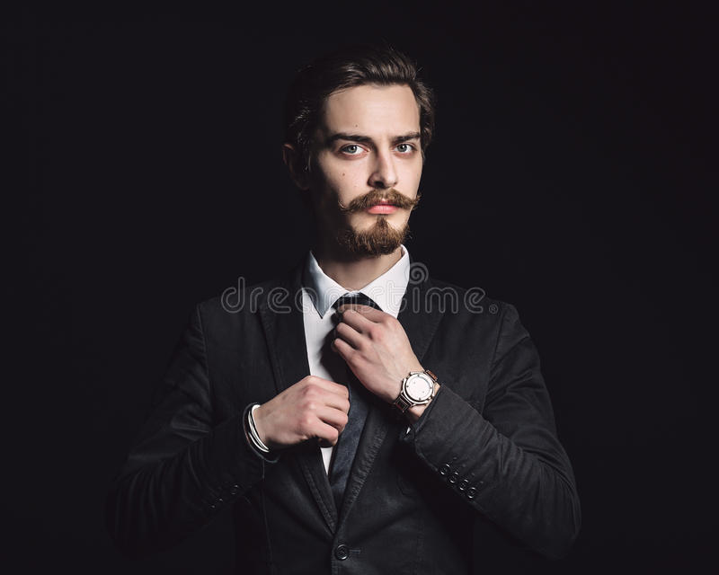 Bild eines eleganten jungen Mannes stockfotos