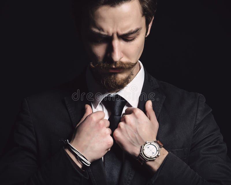 Bild eines eleganten jungen Mannes lizenzfreies stockbild