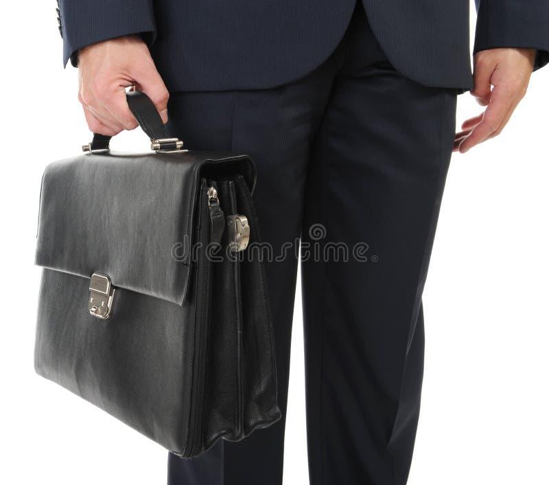 Bild eines Geschäftsmannes, der einen Aktenkoffer anhält stockfotografie