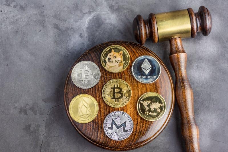 Bild för begreppslagdomare för cryptocurrency royaltyfria foton
