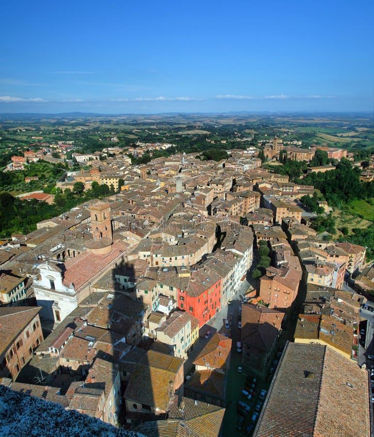 Bild för flyg- sikt av den forntida italienska staden royaltyfria foton