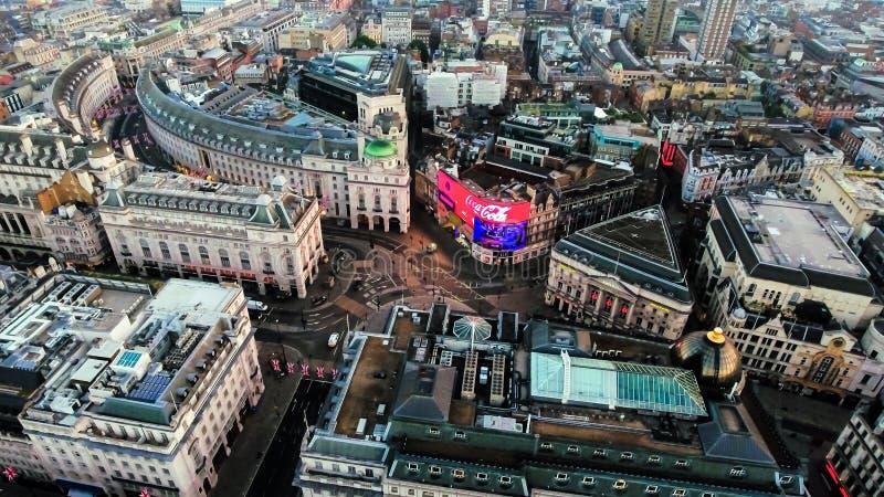 Bild för flyg- sikt av den Iconic gränsmärkePiccadilly cirkusen i det London centret fotografering för bildbyråer