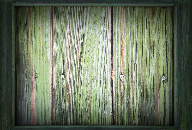 Bild för Sts Patrick dag på mars 17th En grön träram omger en grön träbakgrund Tillfogad karaktärsteckning royaltyfri fotografi