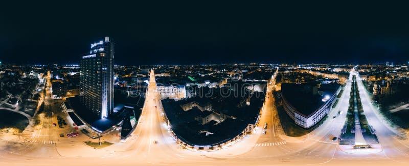 Bild för surr för nattRiga stad 360 VR för virtuell verklighet, surrpanorama royaltyfri bild