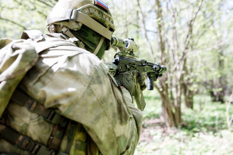 Bild från baksida av soldaten royaltyfri bild