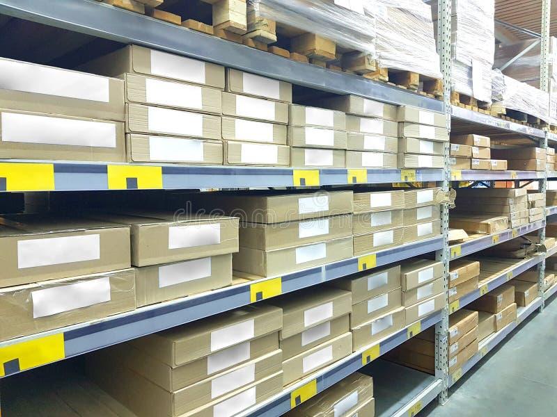 Bild Inventarregals des auf Lager, Stapel Kartonkästen, intelligentes Lagermanagement der modernen Logistik Für Großhandels stockbilder