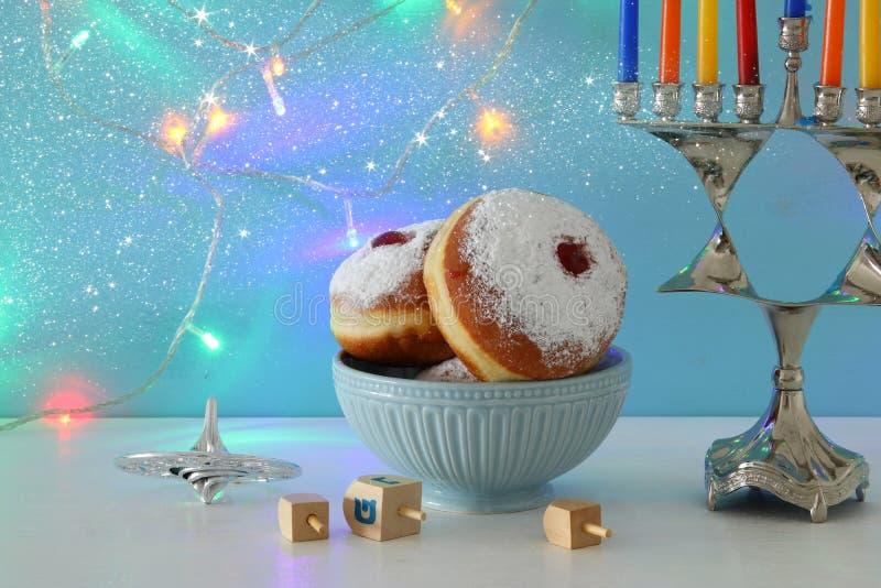 Bild jüdischen Feiertag Chanukka-Hintergrundes mit menorah u. x28; traditionelles candelabra& x29; lizenzfreies stockbild