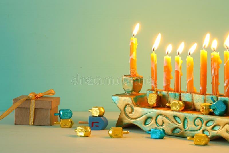 Bild jüdischen Feiertag Chanukka-Hintergrundes mit menorah u. x28; traditionelles candelabra& x29; stockfotografie