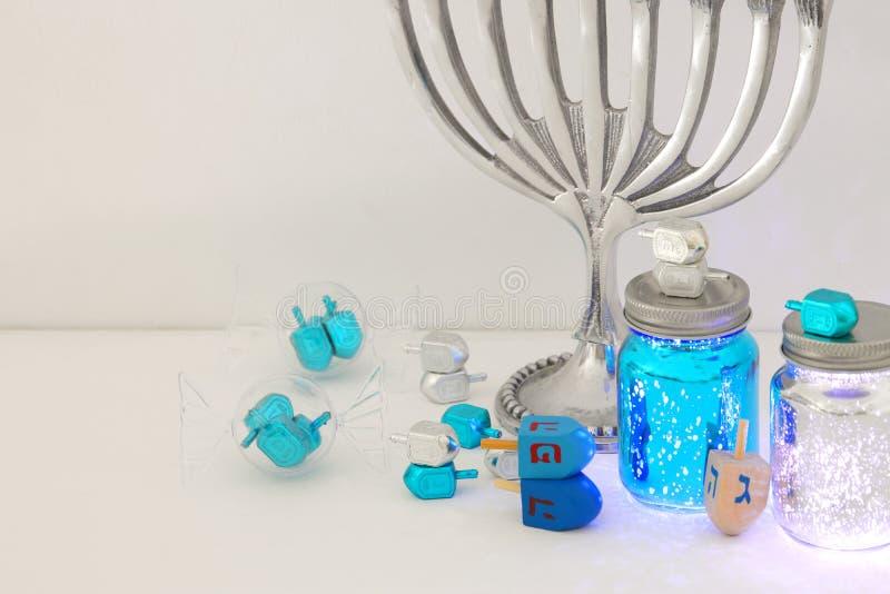 Bild jüdischen Feiertag Chanukka-Hintergrundes mit menorah u. x28; traditionelles candelabra& x29; und Kerzen stockbilder