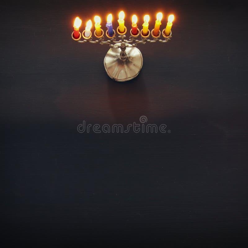 Bild jüdischen Feiertag Chanukka-Hintergrundes mit traditionellem menorah u. x28; traditionelles candelabra& x29; stockfotografie