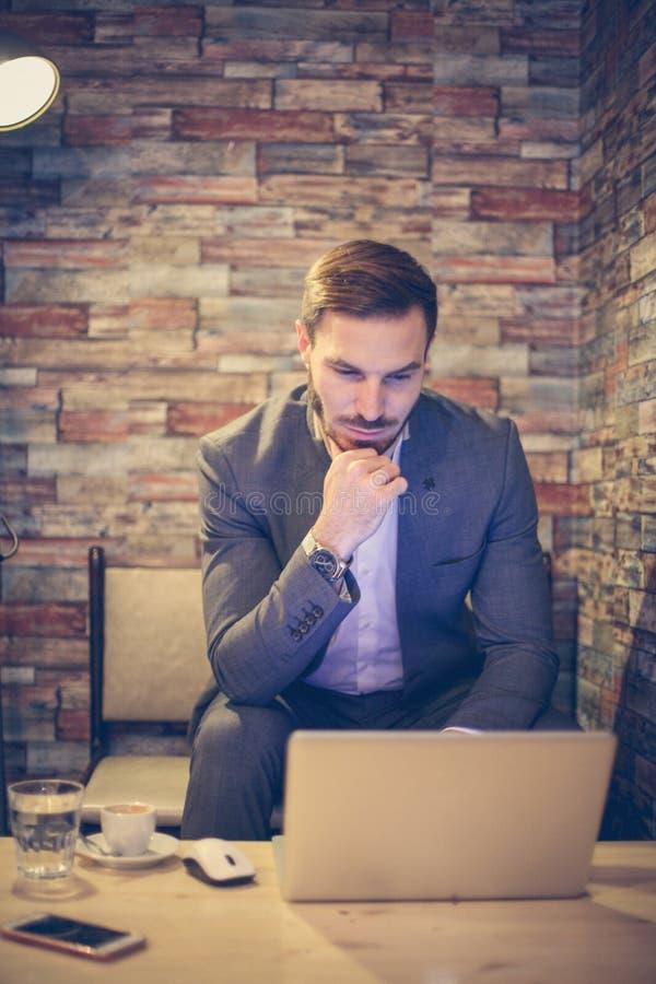 Bild med den snabba banan Arbete för affärsman arkivfoton