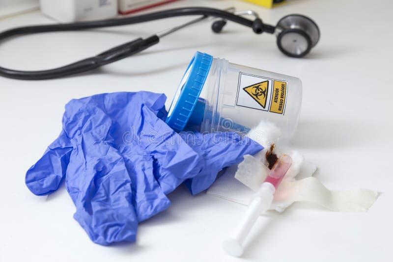 Bild mit Gegenständen, die ein biologisches Risiko darstellen stockbilder