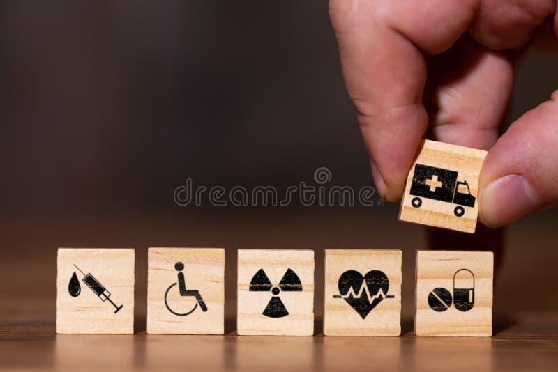 Bild mit verschiedenen Ikonen für Behandlungen oder Services im Falle eines Patienten lizenzfreies stockfoto