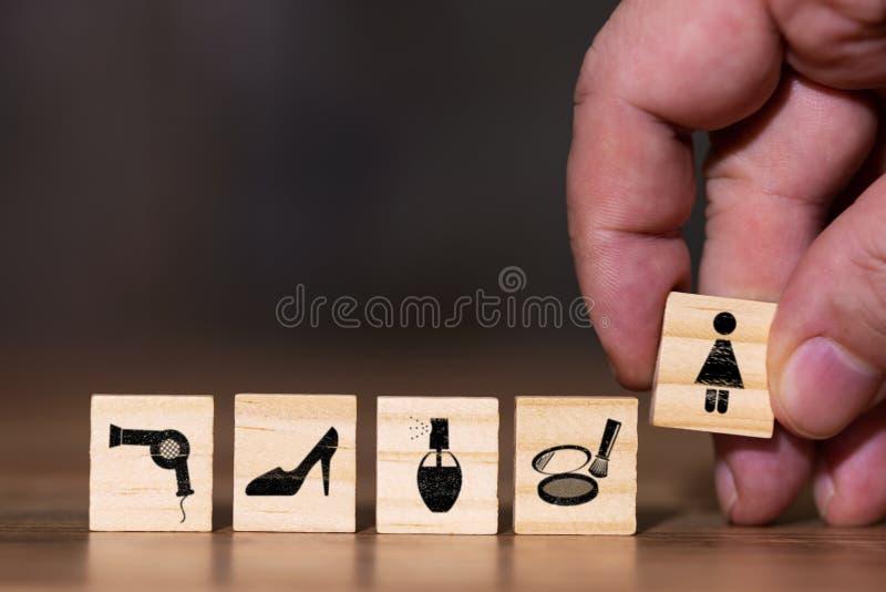 Bild mit verschiedenen Symbolen für Schuhe oder Kleidung und verschiedene Kosmetik lizenzfreie stockbilder