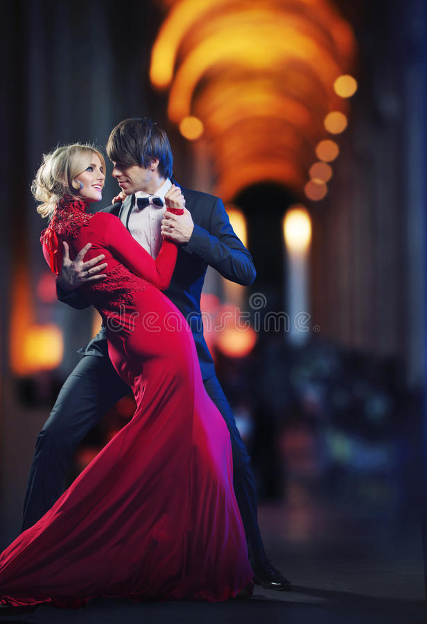 Bild som framlägger ett danspar fotografering för bildbyråer