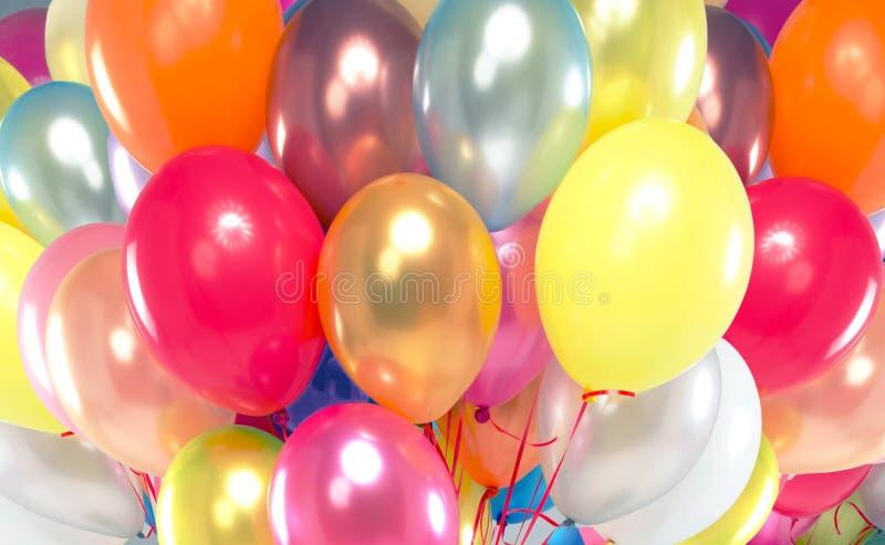 Bild som framlägger gruppen av färgrika ballonger royaltyfri foto