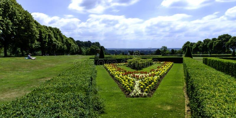 Bild von Cliveden-Garten in Taplow, Backinghamshire, Großbritannien lizenzfreie stockfotos