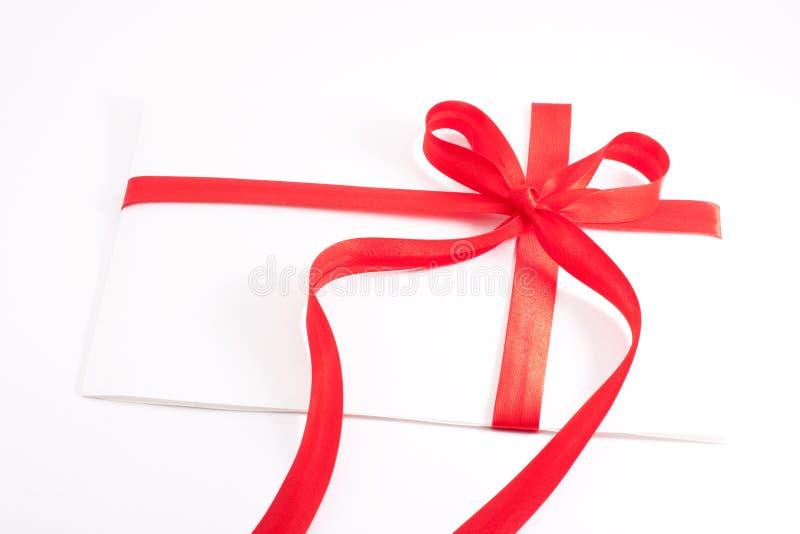 bilda det bundna röda bandet för hjärtabokstaven royaltyfri bild
