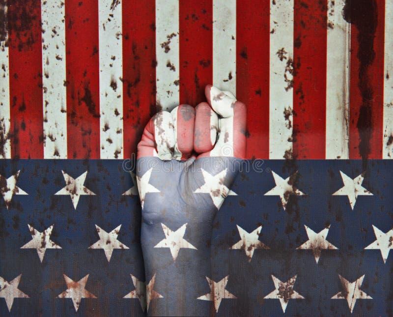 Bilden av en näve målade i färger av amerikanska flaggan royaltyfri fotografi