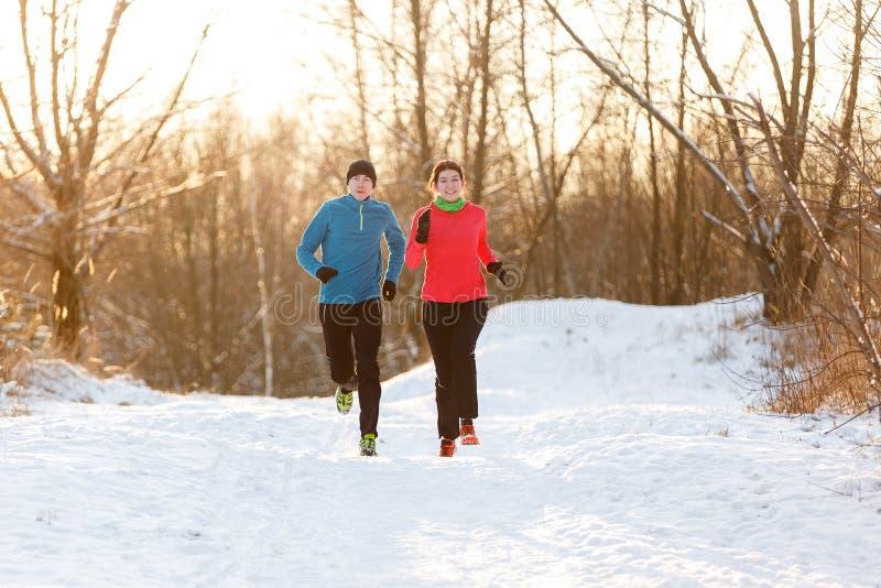 Bilden av idrottsman nen för spring två i vinter parkerar fotografering för bildbyråer