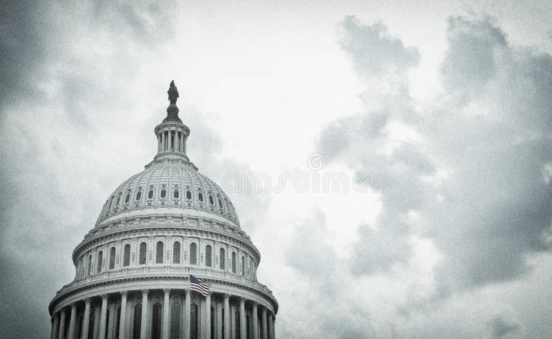 Bilden av USA:s Capitol-dome på en stormdag royaltyfri bild