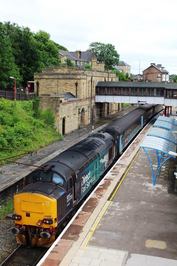 Bilden Sie mit Diesellokomotive der Klasse 37 in Lancaster aus lizenzfreie stockfotos