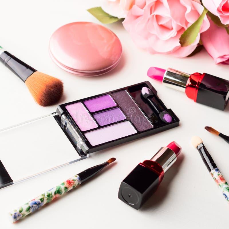 Download Bilden Sie Produkte Und Werkzeuge Mit Rosa Rosen Stockfoto - Bild von blumen, feld: 90237074