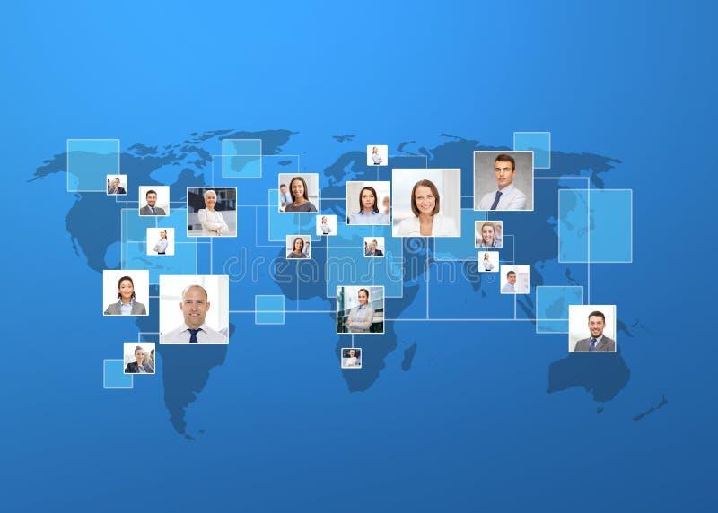 Bilder av businesspeople över världskarta royaltyfri illustrationer