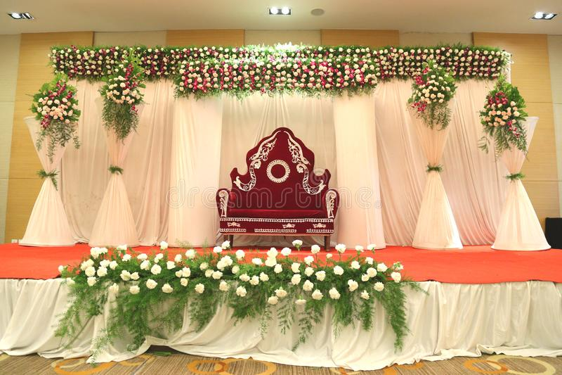 Bilder für indische Heiratsstadiumsblumendekorateure lizenzfreie stockfotografie
