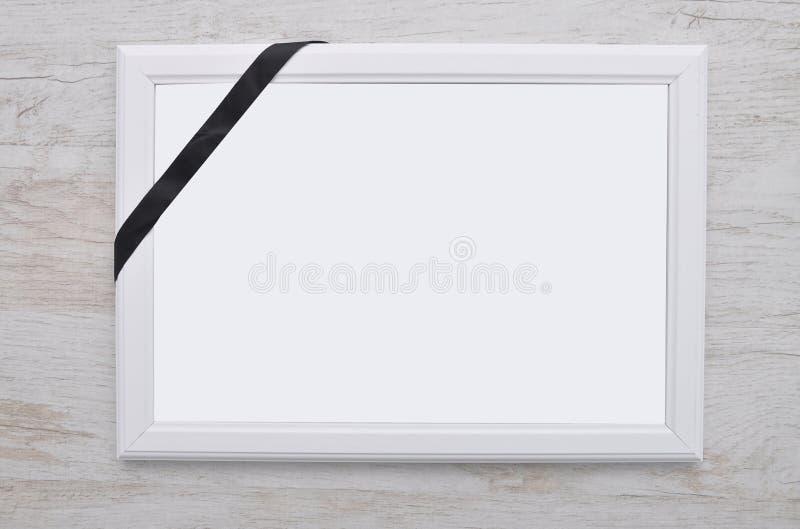 bilderrahmen mit trauerband stockfoto bild von muster farbband 55912834. Black Bedroom Furniture Sets. Home Design Ideas