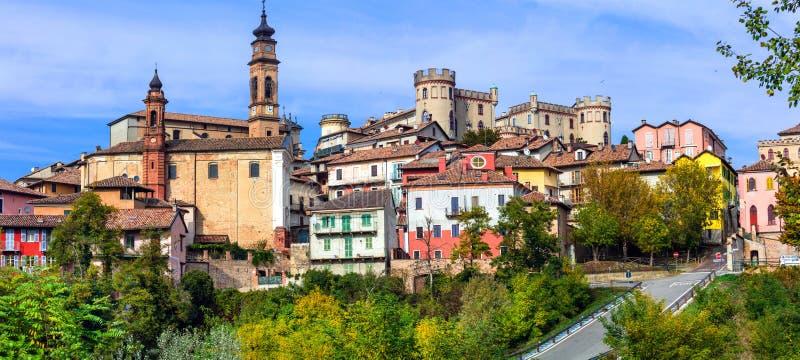 Bildhaftes mittelalterliches ` Asti villageborgo Castigliole d in Piemonte lizenzfreies stockbild