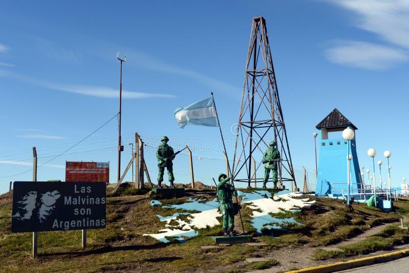 Bildhauerische Zusammensetzung die Malvinas-Inseln gehören nach Argentinien am Militärstützpunkt der Argentinien-Marine stockfotos
