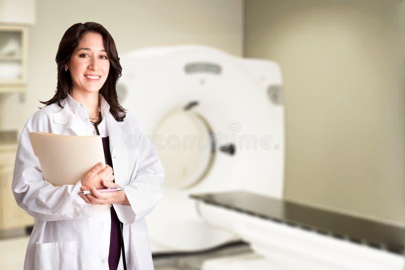bildläsning för radiologist för doktor för kattdiagramct arkivfoton
