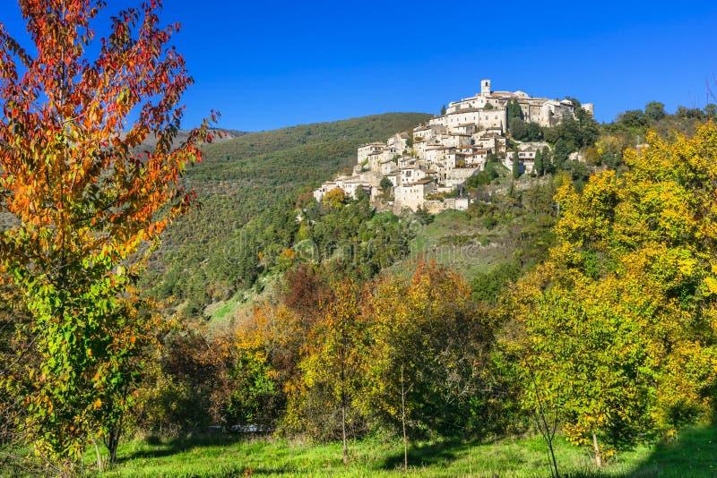 Bildmässiga byar av Ialy - Labro i det Rieti landskapet arkivfoton