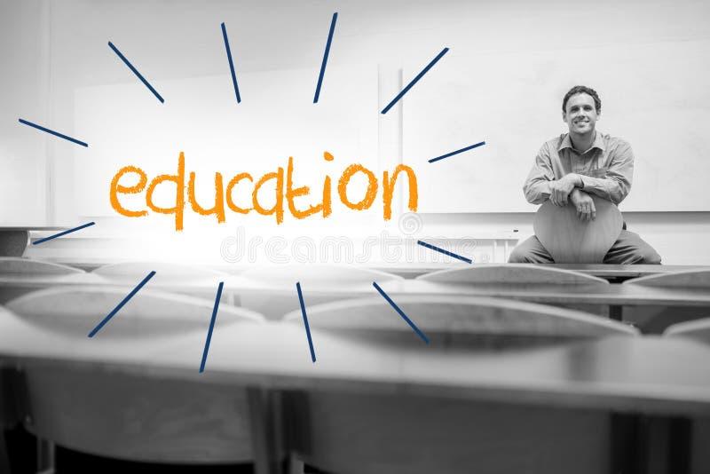 Bildung gegen den Lektor, der im Vorlesungssal sitzt lizenzfreies stockbild