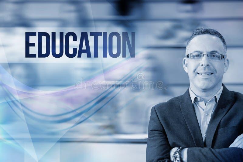 Bildung gegen eleganten Lehrer mit den Studenten, die am Vorlesungssal sitzen lizenzfreie stockfotos