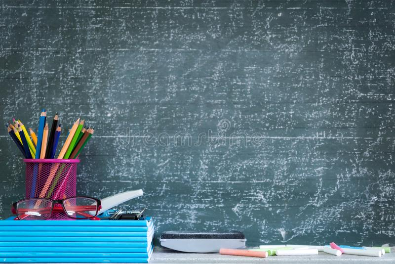 Bildung oder zurück zu Schulkonzept stockbilder