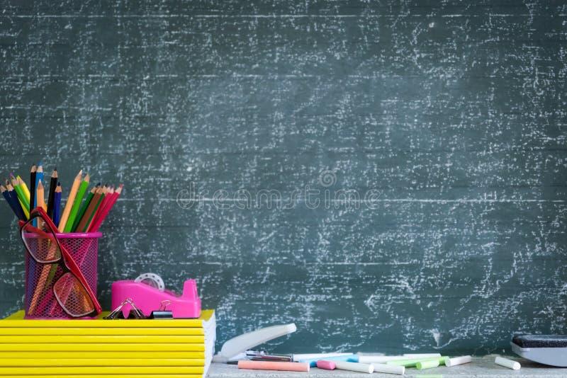 Bildung oder zurück zu Schulkonzept lizenzfreie stockfotografie