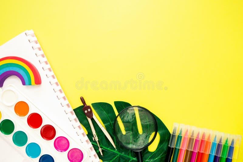 Bildung oder zur?ck zu Schulkonzept E lizenzfreie stockfotos