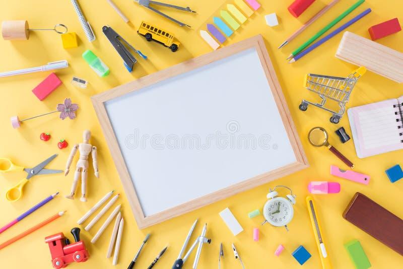 Bildung, zur?ck zu Schulkonzept mit Kopienraum stockbilder