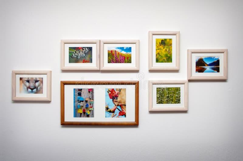 Bildzusammensetzung auf weißer Wand stockfoto