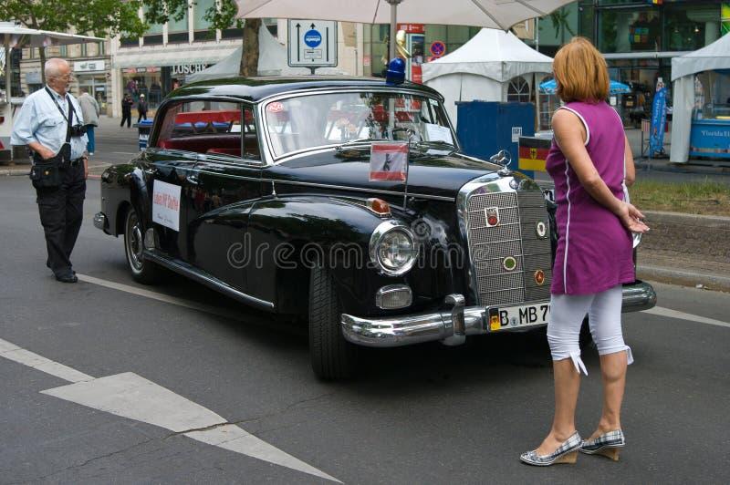 bilen mercedes för benz 300d skrivar royaltyfria foton